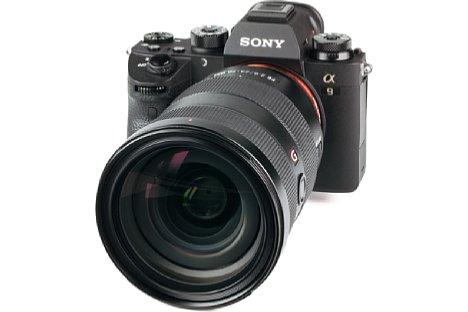 Bild Trotz Profi-Ansprüchen ist die Sony Alpha 9 eine kompakte spiegellose Systemkamera, die deutlich kleiner und leichter ausfällt als das 24-70 mm F2,8 Objektiv. [Foto: MediaNord]