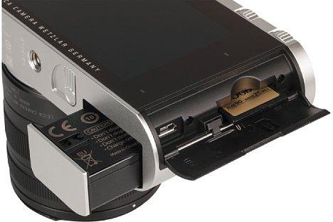 Bild Der Akku wird unten, die Speicherkarte an der Seite der Leica T (Typ 701) entnommen. Der Akku wird wahlweise im mitgelieferten, externen Ladegerät oder aber in der Kamera per USB geladen. [Foto: MediaNord]