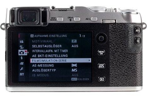 Bild Beim rückwärtigen Bildschirm der Fujifilm X-E3 handelt es sich um einen Touchscreen, der sich jedoch im Gegensatz zur X-T20 leider nicht nach oben und unten klappen lässt. [Foto: MediaNord]