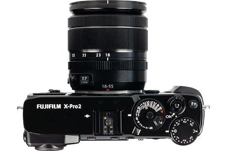Bild Belichtungszeit und ISO-Empfindlichkeit werden bei der Fujifilm X-Pro2 mit einem pfiffigen Kombirad eingestellt. Das Belichtungskorrekturrad hingegen dreht sich etwas zu leicht. [Foto: MediaNord]
