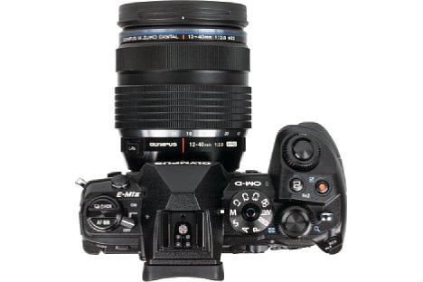 Bild Trotz ihrer kompakten Abmessungen bietet die Olympus OM-D E-M1 Mark II sehr viele Bedienelemente. [Foto: MediaNord]