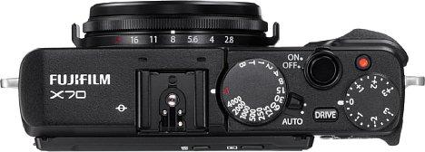 Bild Dank Blendenring und Fokusring am Objektiv und Belichtungszeitenrad sowie Belichtungskorrekturrad auf der Oberseite lässt sich die Fujifilm X70 sehr einfach manuell bedienen. [Foto: Fujifilm]
