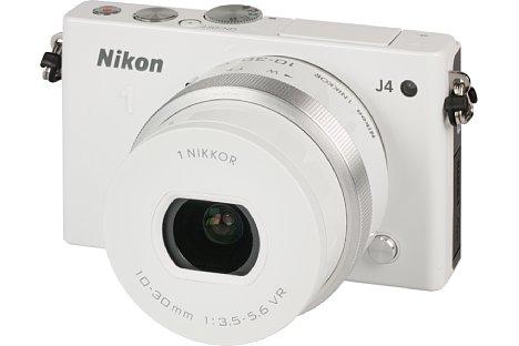 Bild Das Kit-Objektiv 1 Nikkor VR 10-30 mm 3.5-5.6 PD-Zoom ist in der gleichen Farbe lackiert wie der Kamerabody der Nikon 1 J4. [Foto: MediaNord]