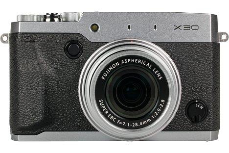 Bild Mit 423 Gewicht und Abmessungen von 119 x 72 x 60 Millimetern ist die Fujifilm X30 für eine Kompaktkamera sehr groß und schwer. [Foto: MediaNord]