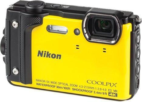 Bild Die Nikon Coolpix W300 ist in vier verschiedenen Farben erhältlich: Gelb (wie hier zu sehen), Orange, Schwarz und Camouflage. [Foto: MediaNord]