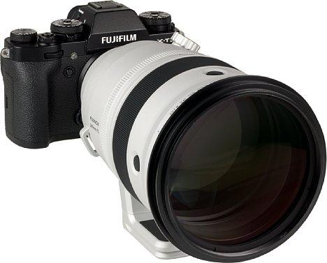Bild Satte 105 mm beträgt der Durchmesser des Filtergewindes desFujifilm XF 200 mm F2 R LM OIS. Vor allem die großen Spezialglaslinsen im vorderen Teil des Objektivs treiben den Preis in die Höhe. [Foto: MediaNord]