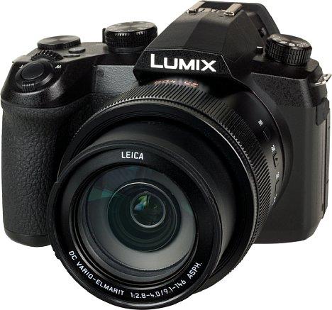 Bild Bei oberflächlicher Betrachtung könnte man die Panasonic Lumix DC-FZ1000 II auch für eine kleine Systemkamera halten. [Foto: MediaNord]