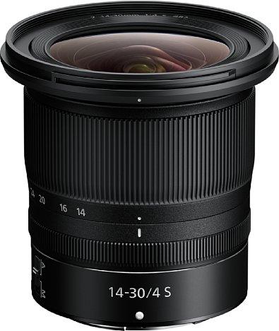 Bild Trotz des großen Bildwinkels von 114 bis 72 Grad diagonal an Vollformat fällt Nikon Z 14-30 mm 1:4 S erstaunlich kompakt aus. Möglich macht dies das geringe Auflagemaß des spiegellosen Kamerasystems. [Foto: Nikon]