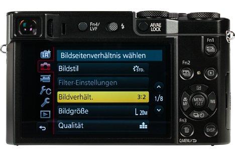 Bild Zwar handelt es sich beim 7,5 Zentimeter großen Bildschirm der Panasonic Lumix DMC-TZ101 um einen Touchscreen, allerdings fehlt die Beweglichkeit. Wenigstens nach oben und unten klappbar hätte er sein können. [Foto: MediaNord]