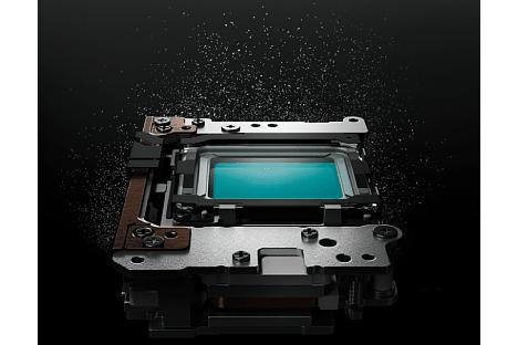 Bild Die Ultraschall-Sensorreinigung der Olympus OM-D E-M5 Mark III soll nochmals effektiver arbeiten als beim Vorgängermodell. Eine manuelle, mechanische Sensorreinigung ist dadurch nur äußerst selten nötig. [Foto: Olympus]