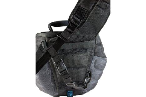 Bild Das Tragesystem des Protector CrossPack 450 ist gut gepolstert und bietet einen zusätzlichen Stützgurt.  [Foto: Cullmann]
