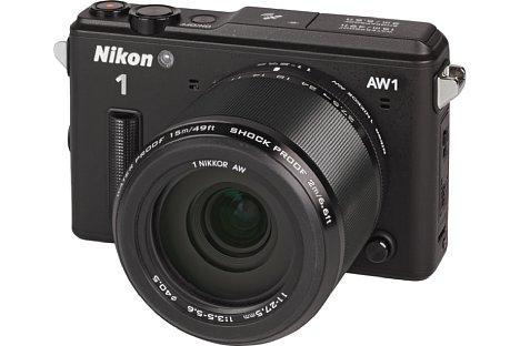 Bild Die Nikon 1 AW1 mit 1-Mount AW 11-27,5 mm besitzt trotz Ihres Wechselobjektivs eine Schutzklasse von IPX8 (15 Meter für maximal 60 Minuten) und ist vollständig staubdicht. [Foto: MediaNord]