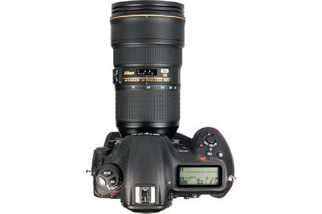 Bild Aufnahmeinformationen zeigt die Nikon D5 getrennt auf ihren beiden LC-Displays an. So lässt sich etwas die ISO-Empfindlichkeit nur auf dem rückwärtigen Display ablesen. [Foto: MediaNord]