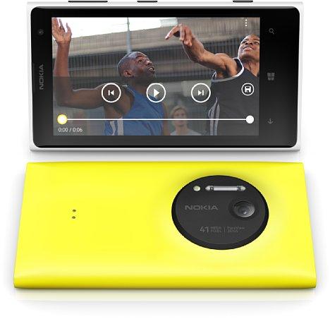 Bild Das Nokia Lumia 1020 sorgte ab Sommer 2013 für einiges Aufsehen mit seiner 41-Megapixel-Kamera mit optischem Bildstabilisator, die bei 5-Megapixel Ausgabegröße immerhin einen 2,75-fachen Digitalzoom ohne Verluste ermöglichte. [Foto: Nokia]