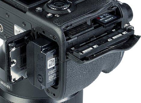 Bild Das Speicherkartenfach der Sony Alpha 1 bietet zwei Steckplätze. Dabei handelt es sich um moderne CFexpress Typ A SDHC/SDXC UHS II Dualslots. [Foto: MediaNord]