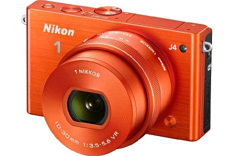 Bild Nikon 1 J4 mit 10-30 mm Objektiv in Orange. [Foto: Nikon]
