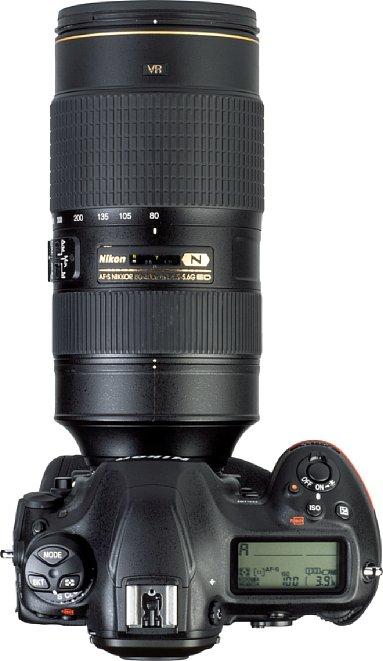 Bild Das Fokusfenster auf der Oberseite des Nikon AF-S 80-400 mm 4.5-5.6 G ED VR ist ziemlich klein geraten. [Foto: MediaNord]