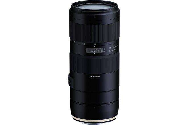 Bild Das Tamron 70-210 mm F4 Di VC USD (A034) bietet eine durchgehende Lichtstärke von F4 und baut im Vergleich zu einem 2,8er-Zoom relativ kompakt und leicht. Dennoch bietet es einen Spritzwasser- und Staubschutz. [Foto: Tamron]