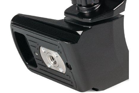 Bild Pfiffig: Die Stativschelle des Olympus M.Zuiko Digital 300 mm 4 ED IS Pro ist Arca Swiss kompatibel. [Foto: MediaNord]