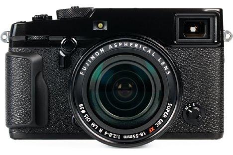 Bild Zwar hat Fujifilm bei der X-Pro2 den Handgriff verbessert, richtig griffig wird die klobige Kamera mit ihrem Ziegelsteinformat dadurch aber nicht. [Foto: MediaNord]