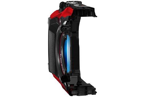 Bild Die Olympus Tough TG-5 besitzt vor dem Objektiv ein Doppel-Schutzglas mit Anti-Beschlag-Beschichtung. [Foto: Olympus]
