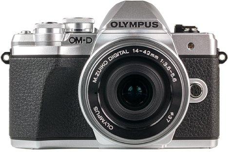 Bild Die Olympus OM-D E-M10 Mark III ist zwar im Retro-Look der 80er Jahre gehalten, nimmt als moderne Systemkamera aber Videos in 4K-Auflösung auf. [Foto: MediaNord]