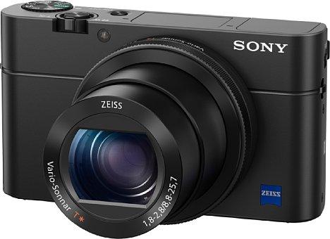 Bild Die Sony Cyber-shot DSC-RX100 IV besitzt dasselbe F1,8-2,8 lichtstarke 24-70mm-Zoomobjektiv wie die RX100 III, verfügt aber über einen viel schnelleren 20-Megapixel-Sensor, der 16 Serienbilder pro Sekunde ermöglicht. [Foto: Sony]