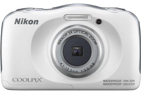 Bild Ab September 2016 ist die Nikon Coolpix W100 zu einem Preis von knapp 170 Euro in vier verschiedenen Farben erhältlich, hier die weiße Variante. [Foto: Nikon]