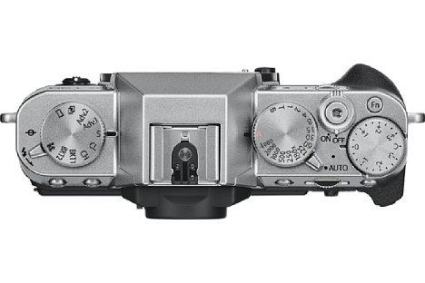Bild Auf der Oberseite besitzt die Fujifilm X-T30 ganz klassische Funktionsräder zur Einstellung der Belichtungszeit und Belichtungskorrektur sowie zur Funktionswahl. [Foto: Fujifilm]