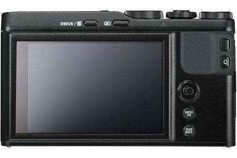 """Bild Der rückwärtige 7,6-cm-Touchscreen ist der einzige """"Sucher"""" der Fujifilm XF10. Er lässt sich im Gegensatz zur X70 nicht nach oben klappen. [Foto: Fujifilm]"""