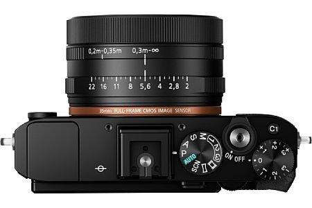 Bild Das F2 lichtstarke 35mm-Festbrennweitenobjektiv der Sony DSC-RX1R II bietet neben einem Fokusring auch einen Blendenring sowie eine Makroeinstellung. [Foto: Sony]