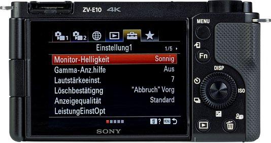 Bild Das Display der Sony ZV-E10 ist ein durchschnittlich heller Touchscreen mit Dreh- und Schwenkgelenk. [Foto: MediaNord]