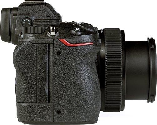 Bild Nikon hat auf die Kritik am Single-XQD-Speicherkartenfach der Z 6 und Z 7 gehört und verbaut in der Z 5 einen Doppel-SD-Schacht mit schnellem UHS II. [Foto: MediaNord]