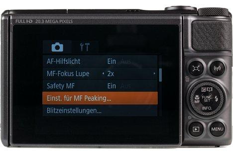 """Bild Das 3""""-Display auf der Rückseite ist um 180° nach vorne klappbar, besitzt jedoch keine Touchfunktion. [Foto: MediaNord]"""