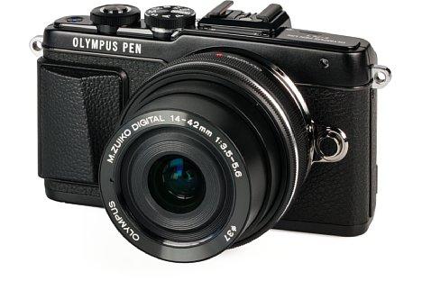 Bild Beim edlen Design nimmt die Olympus Pen E-PL7 große Anleihen bei der Pen E-P5. [Foto: MediaNord]