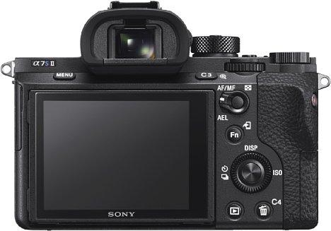 Bild Das Gehäuse und die Bedienung der Sony Alpha 7S II entspricht den der anderen Mark-II-Geräten der Serie. Die Anordnung der Bedienelemente hat sich bewährt. [Foto: Sony]