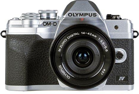 Bild Olympus OM-D E-M10 Mark IV mit 14-42 mm. [Foto: MediaNord]