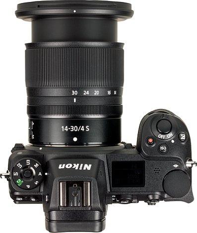 Bild Zum Betrieb muss das Nikon Z 14-30 mm 1:4 S, hier an der Nikon Z 7, erst manuell ausgefahren werden. [Foto: MediaNord]