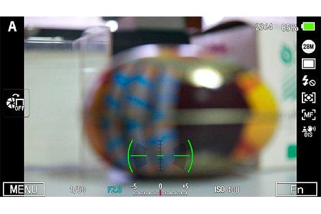 Bild Eine elektronische Wasserwaage ermöglicht es, die Samsung NX1 exakt auszurichten. [Foto: Martin Vieten]