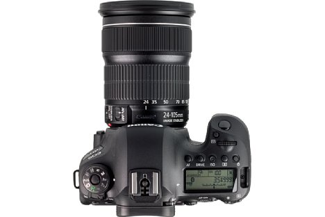 Bild Auf der Oberseite bietet die Canon EOS 6D Mark II ein klassisches LC-Display, das die wichtigsten Aufnahmeparameter anzeigt. Dank Beleuchtung lässt es sich auch im Dunkeln ablesen. [Foto: MediaNord]