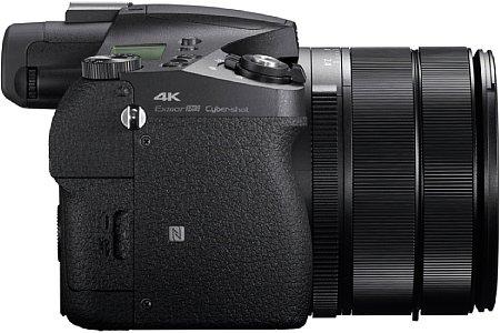Bild Die 4K-Videofunktion der Sony RX10 IV soll dank 1,7-fachem Oversampling eine höhere Bildqualität bieten, der Autofokus arbeitet doppelt so schnell. [Foto: Sony]