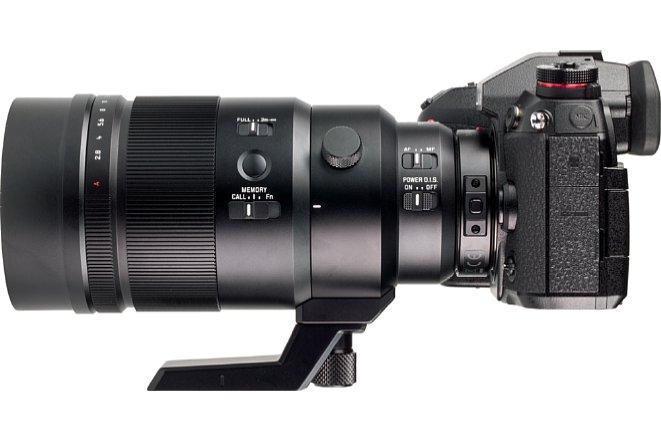 Bild Der DMW-TC14 ragt hinten in das Panasonic Leica DG Elmarit 200 mm 2.8 Power OIS hinein, wodurch er kaum aufträgt. Zudem ist er ebenfalls spritzwasser- und staubgeschützt. [Foto: MediaNord]