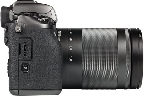 Bild Auf der Handgriffseite der Canon EOS M5 sitzen der Micro-HDMI-Anschluss sowie die WLAN-Taste, die zwar genug Hub, aber einen schlechten Druckpunkt besitzt. [Foto: MediaNord]