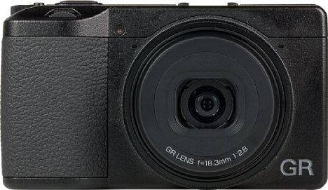 Bild Das 18,3 mm Objektiv ist zwar nur F2,8 lichtstark, aber der beweglich gelagerte Sensor sorgt für eine Bildstabilisierung, so dass man bis zu ca. 1/3 Sekunde lange Belichtungen freihändig anfertigen kann. [Foto: MediaNord]