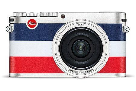 """Bild Die silberne Leica X """"Edition Moncler"""" ist mit einer Tricolore-Belderung in Blau-Weiß-Rot versehen. [Foto: Leica]"""