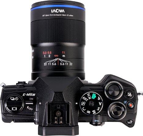 Bild Die Blendenskala desLaowa 50 mm F2,8 Ultra Macro zeigt den Schärfebereich bei der jeweiligen Blendeneinstellung an. [Foto: MediaNord]