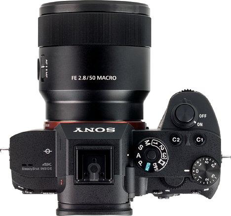 Bild DasSony FE 50 mm F2.8 Macro ist relativ kompakt und macht an der Alpha 7R III eine sehr gute Figur. [Foto: MediaNord]