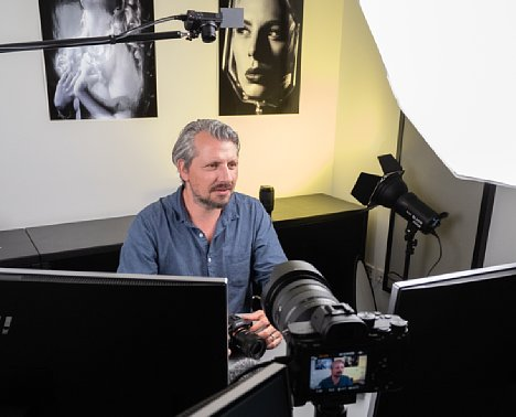 """Bild Manuel Quarta bei der Produktion des Schulungs-Videos """"Das Sony alpha 7-System"""". [Foto: MediaNord]"""