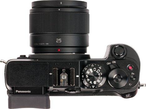 Bild Mit der Verarbeitung der soliden Panasonic Lumix DMC-GX8 kann das Kunststoffobjektiv Lumix G 25 mm F1.7 freilich nicht mithalten. Es ist aber sauber verarbeitet und besitzt immerhin ein Metallbajonett. [Foto: MediaNord]