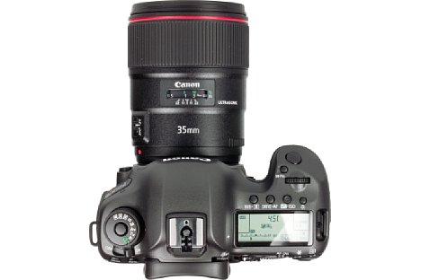 Bild Ein Sichtfenster informiert beim Canon EF 35 mm 1.4 L II USM über die eingestellte Entfernung. Die automatische Ultraschall-Innenfokussierung kann jederzeit mittels des gummierten Fokusrings manuell korrigiert werden. [Foto: MediaNord]